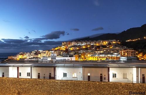 Vista nocturna de Puerto Santiago