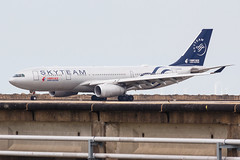 """China Eastern A330-243 B-6538 """"SKYTEAM"""" 001 (A.S. Kevin N.V.M.M. Chung) Tags: aviation aircraft aeroplane airport airlines airbus taxiway transport taxiing plane spotting macauinternationalairport mfm a330 a330200 chinaeastern skyteam"""