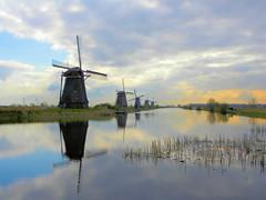 DSCN0856 (alainazer2) Tags: kinderdijk nederland paysbas holland hollande eau acqua water ciel cielo sky champs fields moulin mulino windmill