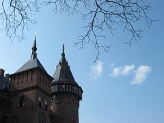smoke signals (Mattijsje) Tags: castledehaar haarzuilens holland nederland netherlands blue sky cloud kasteel elfia 2019