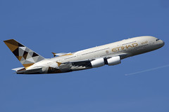 A6-APJ Etihad Airways Airbus A380-861 departing London Heathrow on 13 May 2019 (Zone 49 Photography) Tags: aircraft airliner aeroplane may 2019 london england egll lhr heathrow airport ey etd etihad airways airbus 380 a380 388 a388 861 a6apj