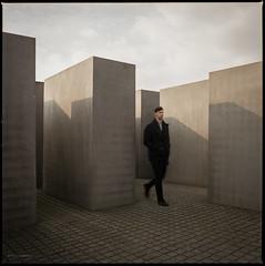 * (Konrad Winkler) Tags: berlin holocaustmahnmal denkmalfürdieermordetenjudeneuropas mann langzeitbelichtung mittelformat 6x6 hasselblad503cx epsonv800 himmel
