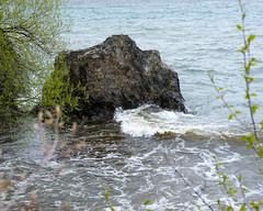 Lakewalk, Duluth 5/18/19 #lakesuperior #rock #shore (Sharon Mollerus) Tags: duluth mn cfptig19