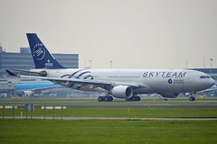 """China Southern Airlines B-6528 Airbus A330-223 cn/1202 Painted in """"SkyTeam"""" special colours @ Aalsmeerbaan EHAM / AMS 04-11-2017 (Nabil Molinari Photography) Tags: china southern airlines b6528 airbus a330223 cn1202 painted skyteam special colours aalsmeerbaan eham ams 04112017"""