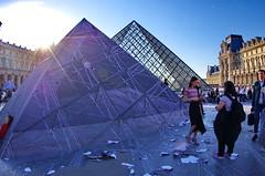 512 Paris en Mars 2019 - La Pyramide du Louvre et JR, 30eme anniversaire (paspog) Tags: paris france lelouvre louvre mars march märz 2019 pyramide pyramidedulouvre jr 30emeanniversaire