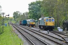 "British Railways Green Class 33/0, D6515 ""Lt Jenny Lewis RN"" & BR Blue Class 33/1, 33111 (37190 ""Dalzell"") Tags: brblue br britishrailways green birminghamrailwaycarriagewagonco brcwco type3 crompton bagpipe class33 class330 class331 d6515 ltjennylewisrn 33012 33111 d6528 dieselgala swanagerailway corfecastle"