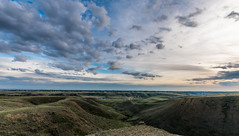 Ross Glen from Veinerville @ 10mm! (Iggythump) Tags: medicinehat sigma1020mmf35 nikond500 sunset wideangle landscape southernalberta albertabadlands prairies coulees