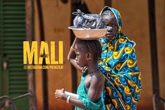 Malian girls doing errands and head-carrying burdens (Piero Zilio) Tags: mali portraits streetlife streetphotography streetmarket market photography sévaré headcarrying hairstyle earrings malian kids girls adventurepastura