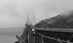 The foggy gate (Guillaume DELEBARRE) Tags: goldengate noiretblanc nb blackandwhite canoneos6d canon tamron2470f28 sanfrancisco california usa america bridge pont fog brouillard limepoint northtower