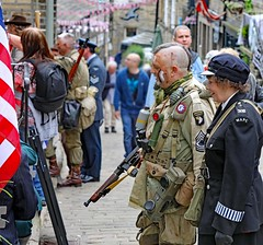 Haworth 1940's Weekend 2019 (grab a pic) Tags: canon eos 5dmarkiv haworth haworth1940sweekend england uk yorkshire westyorkshire brontecountry reenactment livinghistory war worldwar2 ww2 wwii 1940s homefront oldfashioned vintage warweekend 2019 people outdoor man uniform military army soldier male woman