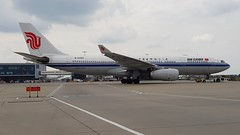 B-6080 | Air China | Airbus A330-243 (geoff487) Tags: b6080 airchina ca cca egll londonheathrowairportlhr airbusa330 airbusa330200 airbus 815