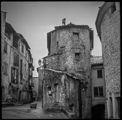 vintage III (*altglas*) Tags: mittelformat mediumformat 6x6 analog film superikonta zeiss adoccms20 vintage village medieval old bw monochrome annot france provence