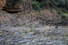 La fractura (SantiMB.Photos) Tags: 2blog 2tumblr 2ig santjoanlesfonts garrotxa girona invierno winter basalto basalt boscarró rocas rocks geo:lat=4221422468 geo:lon=250991680 geotagged cataluna españa