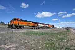 BNSF 7381 Larkspur 28 Apr 19 (AK Ween) Tags: bnsf bnsf7381 ge generalelectric es44dc c408m bcol bcrail cowl cowlunit jointline train railroad