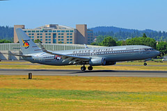 Starliner 75 (planephotoman) Tags: 7315pdx boeing 737 738 737890 n569as starliner75 75thanniversary alaskaairlines airline airliner pdxaircraft portlandinternationalairport pdx kpdx