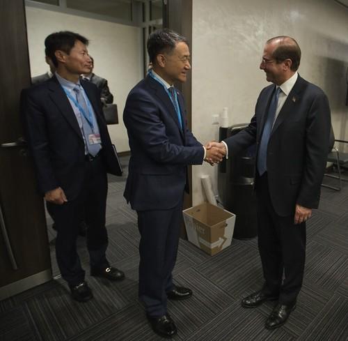 HHS Secretary Azar Meets with MOHW Minister Park