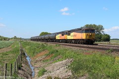 Colas Rail 56087 & 56105 - Worlaby (UK) 16-05-2019. (NovioSites) Tags: washwood heath ribble rail lindsey oil refinery trein train zug loc locomotive 6e32 colas class 56 56087 56105 tanker ketelwagens worlaby engeland verenigd koninkrijk uk gb