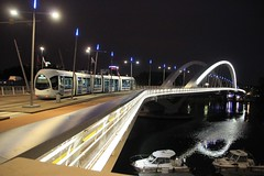 PONT RAYMOND BARRE                  LYON (christian.villevieille) Tags: pont nuit bateau fleuve architecture tramway ville reflets eau france lyon