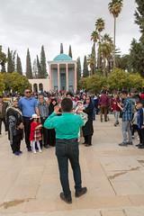 Photo de famille (hubertguyon) Tags: iran perse persia asie asia moyen proche orient middle east chiraz shiraz ville city tombe tumb grave mausolée mausoleum saadi poete poet