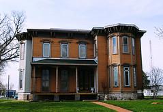 Home in Mendon, Illinois (Cragin Spring) Tags: midwest unitedstates usa unitedstatesofamerica illinois il house old home mendon mendonil mendonillinois smalltown
