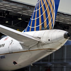 United Airlines 2000 Boeing 757-200 N19141 c/n 30354 tail. San Francisco Airport 2019. (17crossfeed) Tags: unitedairlines unitedexpress boeing 757 757222 n19141 30354 airport aviation aircraft airplane planes planespotting plane pilot 787 777 747 767 737 landing lufthansa sfo sanfranciscoairport sfoov southwestairlines deltaairlines americanairlines 17crossfeed claytoneddy airbus