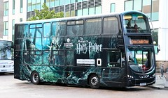 Mullany's Coaches HP08BUS at Watford Junction Station with the Warner Brothers Studio shuttle. (Gobbiner) Tags: eclipsegemini hp08bus mullanyscoaches b9tl watfordjunction harrypotter warnerbrothersstudiotour volvo wrightbus bd12tfy