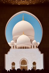 The Amazing Sheikh Zayed Grand Mosque. (Rahul Gaywala) Tags: abudhabi sheikh zayed grand mosque islam islamic historic monument beautiful marble carving minaret white blue sky water gold inlay art artwork