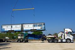 Der Beiwagen wird auf das Transportfahrzeug gehoben (Bild: Klaus Werner) (Frederik Buchleitner) Tags: 3010 bahnwärterthiel beiwagen blindheim munich münchen pwagen strasenbahn streetcar tram trambahn