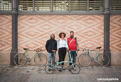 Foto final amb la retratada, fotògrafs i les bicis :) - Retrat ciclista a Rut Vidal (calvox_periche) Tags: retrats ciclistes retratsciclistes calvoxperiche calvox periche bici30 días en bici 30daysofbiking instagram instabike instabikes biker ciclista ciclismo altrabajoenbici enbicixbcn bike bcn bikelove bicycle barcelona amics de la alegre 30deb 30dob bicicleta biciurbana mejorenbici movilidadsostenible 30diesambbicibcn 30diasenbici 30dias abrilbicismil abril bicis mil retrato portrait retratociclista bikeportrait bikeporn cyclingphotos cycling eroica eroicacaffèbarcelona reto alegriasobreruedas fuckcars zerocontaminacion zeroemisiones zeroemissions noco2 sostenible urbanbike mobilidadsostenible massacritica criticalmass masacritica massacriticabarcelona bicicultura brompton lady ladybrompton gotic born
