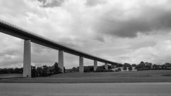 ╦╦╦╦═ (Dominik Wesche) Tags: ruhrgebiet mülheim ruhr ruhrtalradweg autobahn a52 schwarzweis blackwhite natur himmel sky brücke bridge