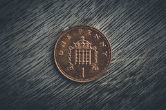 140/365 - One Penny (Forty-9) Tags: canon eos6d eflens ef2470mmf28liiusm lightroom tomoskay forty9 project365 365 2019 3652019 project3652019 day140 140365 may 20thmay2019 20052019 photoaday monday macromondays copper onepenny penny macro coin 1