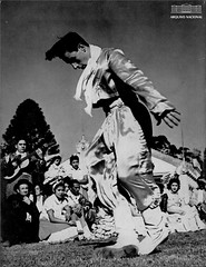 Dançarino uruguaio (Arquivo Nacional do Brasil) Tags: dança arte cultura uruguai américalatina américadosul arquivonacional arquivonacionaldobrasil nationalarchivesofbrazil nationalarchives