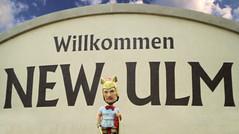 Hermann at Willkommen sign (newulm) Tags: german willkommen instagram photoop