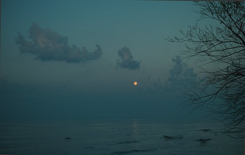 moonset on lake erie