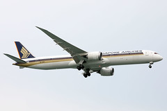 Singapore Airlines B787-10 9V-SCH landing SIN/WSSS (Jaws300) Tags: 9vsch dreamliner b78710 b787 b781 rr trent 1000 rrtrent rrtrent1000 trent1000 boeing singaporechangiairport singaporeairlines changiairport canon5d finalapproach shortfinal rolls royce airlines air landing sin wsss airline asian asia approach approaching 5d canon eos airways singapore changi airport final short sky airplane aircraft jet sq sia ch beacon