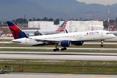 Delta Air Lines | Boeing 757-200 | N6711M | Los Angeles International (Dennis HKG) Tags: aircraft airplane airport plane planespotting skyteam canon 7d 100400 losangeles klax lax delta deltaairlines dal dl usa boeing 757 757200 boeing757 boeing757200 n6711m
