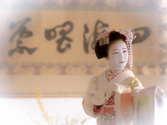 Maiko_20190409_121_26 (Maiko & Geiko) Tags: 20190409 myokenji temple kanohisa kyoto maiko 舞妓 妙顕寺 叶久 京都 叶家 kanoya ksumika