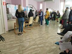 IMG_7339 (Бесплатный фотобанк) Tags: россия краснодар поликлиника очередь регистратура толпа медицина медицинская клиника