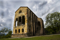 Santa Maria del Naranco (Juan Louzao) Tags: naranco hermita capilla iglesia romanico monumento historia patrimonio