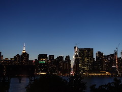 201905127 York City Midtown and Queens (taigatrommelchen) Tags: 20190520 usa ny newyork newyorkcity nyc manhattan queens midtown river eastriver sky dusk icon city building skyline