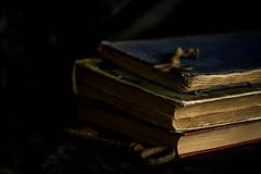 Les clés du savoir (Calamityg) Tags: lowkey crazytuesday book key clé livres