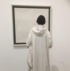White (Rob Watling) Tags: tatemodern white art woman womaninwhite texture viewing candid viewer frame black blackandwhite
