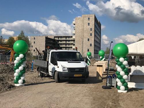 Ballonpilaar Breed Rond Opening Leidse Rijn voor Volker Wessels