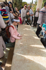 Recueillement (hubertguyon) Tags: iran perse persia asie asia moyen proche orient middle east chiraz shiraz ville city tombe tomb grave hafez poete poet mausolée mausoleum