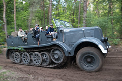 Schwerer Zugkraftwagen 12 T | Militracks 2019 (Frank Berbers) Tags: militracks militracks2019 militracksoverloon oorlogsmuseumoverloon kriegsmuseumoverloon warmuseumoverloon muséedelaguerreàoverloon nikond5600 panning meetrekken mitziehen schwererzugkraftwagen12t zugkraftwagen wehrmachtvoertuigwwll