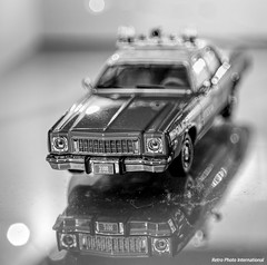 Black and White Plymouth Fury (Retro Photo International) Tags: diecast greenlight 143 plymouth fury nypd minolta 50mm 14 police car 1975