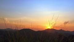 Fedele a Dio fino alla fine (guandoandelei) Tags: cieloblu nuvole dio montagna creatore lachiesadidioonnipotente sole testimonianza lavocedidio lodeadio amoredidio