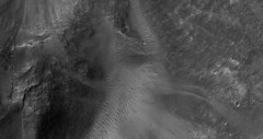 Clays Associated with a Fissure (UAHiRISE (NASA)) Tags: mars nasa mro jpl lpl ua universityofarizona astronomy science landscape