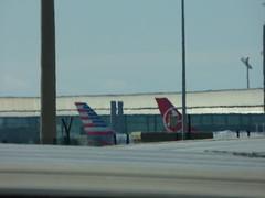 Barcelona Airport - American Airlines (ell brown) Tags: barcelona catalonia catalunya spain españa barcelona–elpratjoseptarradellasairport barcelonaairport barcelonaelpratairport bcn aena aeropuertodebarcelona terminal2b coach plane americanairlines
