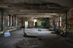 Roomy (CaptJackSavvy) Tags: urbandecay urban urbex urbanex urbanspelunking urbanexploration decay abandonedbuilding